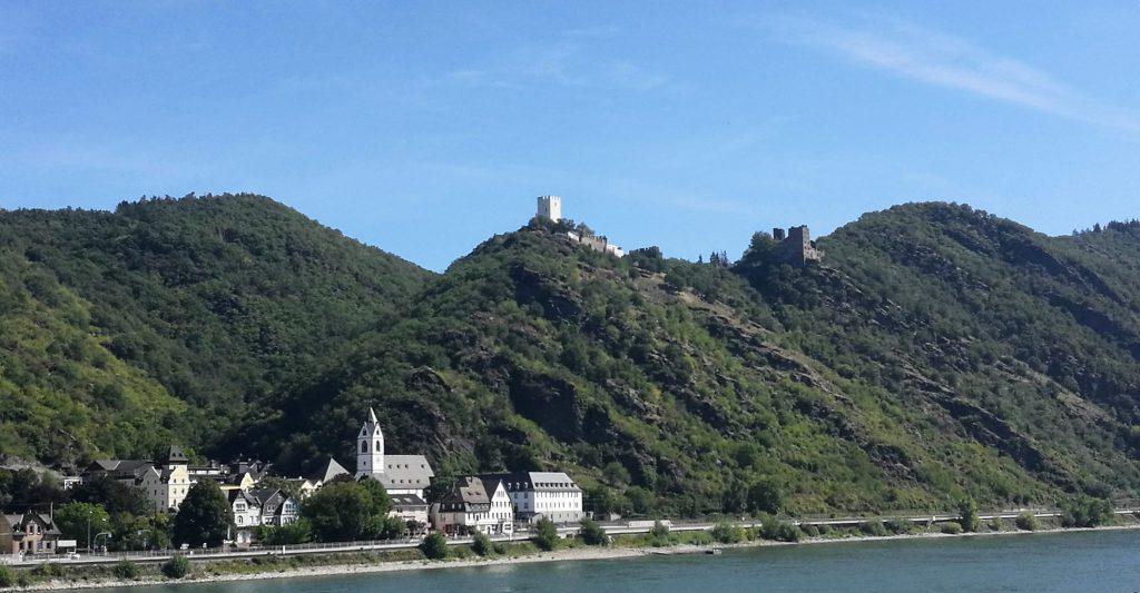 Das romantische Mittelrheintal mit Burgen und Rhein